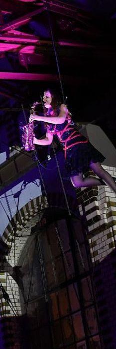 Saxophonshow mit Ines Weber hoch oben im Wasserwerk
