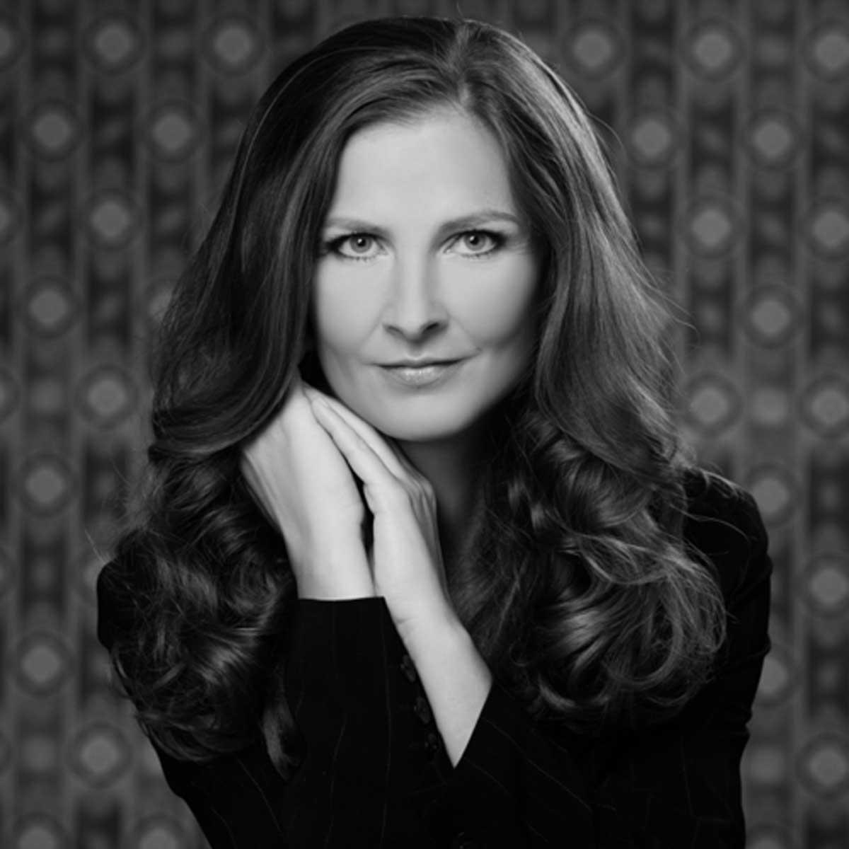 Porträtfoto der Saxophonkünstlerin Ines Weber