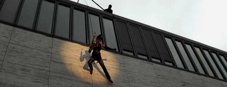 Ines Weber - Saxophon-Acrobatic Outdoor