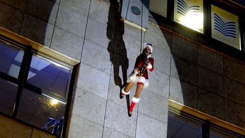 AlleeArcaden Weihnachtsfrau